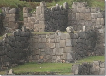 More barriers (Cusco, Peru) - these should do the trick